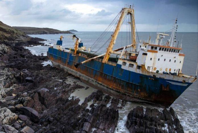 Increible pero real. Un buque fantasma apareció en Irlanda luego de atravesar el océano atlántico